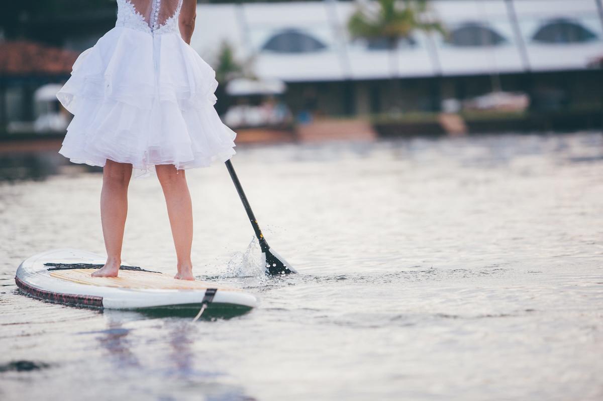 trash-the-dress-da-Flávia-Rafael-Ohana-Fotógrafo-de-casamentos-em-Brasília-wedding-casamento-bodas-ensaio-prévia-de-noiva-SUP-esporte-sports-vestido-de-noiva