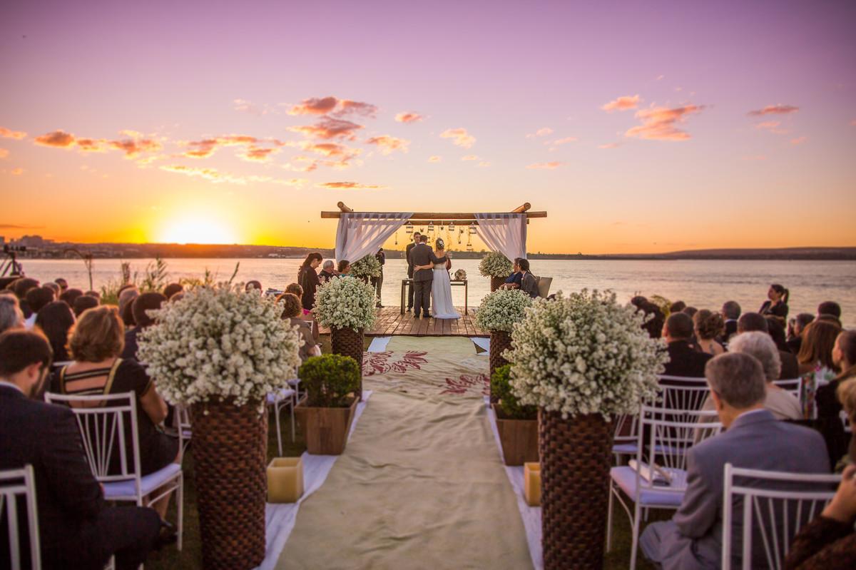 Casamento no por do sol registrado pelo fotógrafo de casamento Rafael Ohana em Brasília-DF