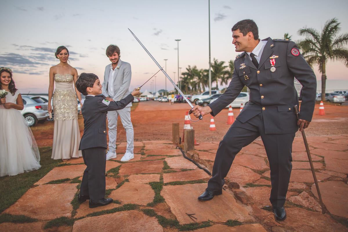 Luta de espada no casamento do Celo