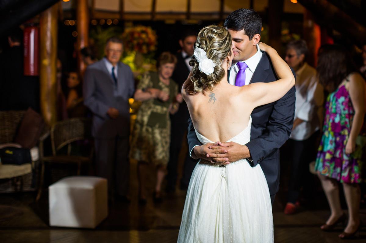 Dança dos noivos durante casamento registrado em Brasília-DF pelo fotógrafo Rafael Ohana