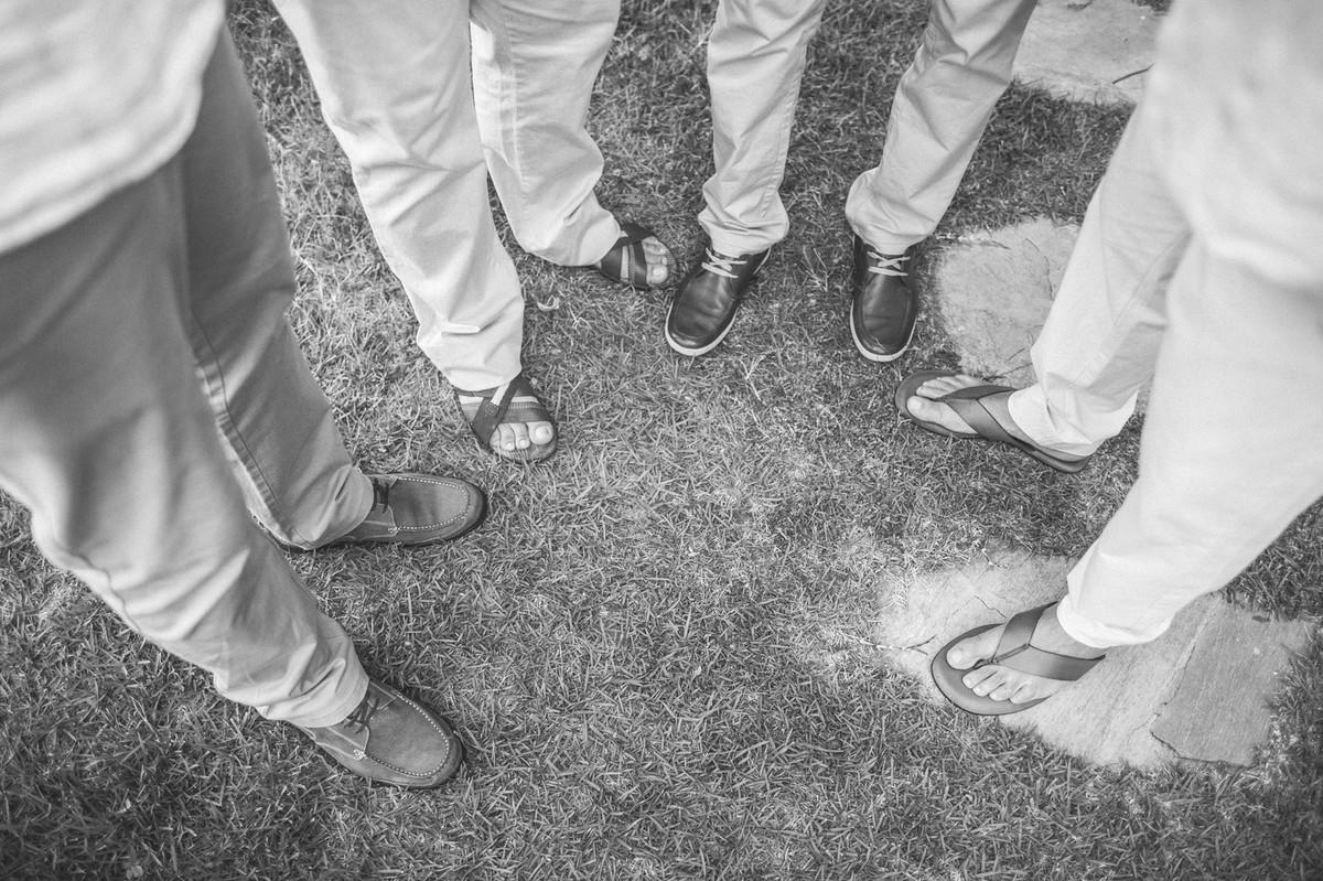 sapatos de padrinhos e noivo em casamento em Búzios-RJ