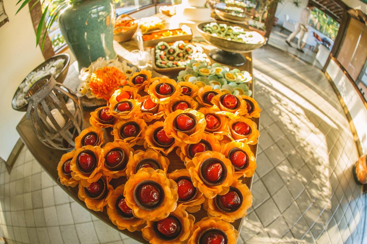 Mesa de doces em casamento feito em Búzios-RJ