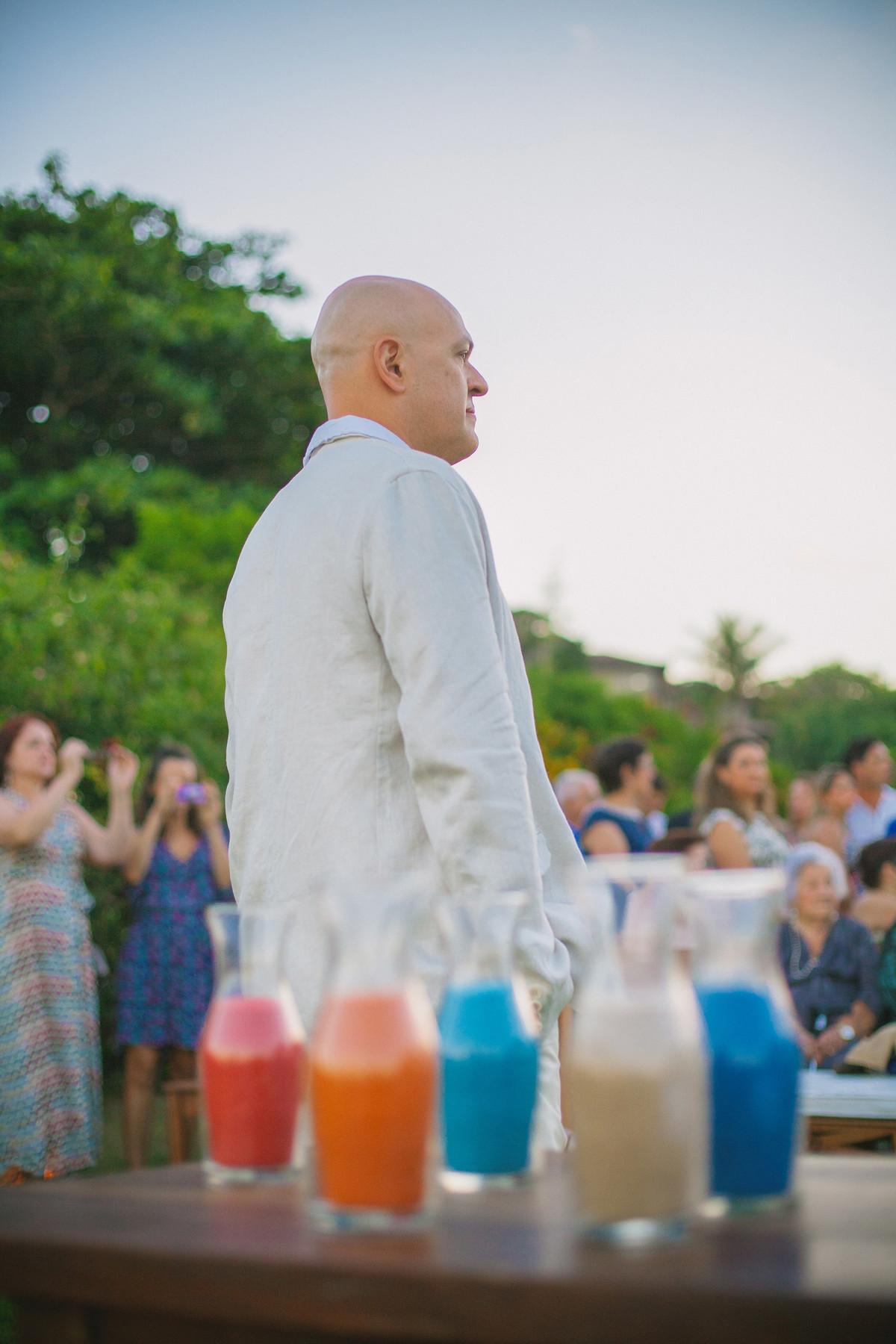 Noivo esperando a noiva em casamento em Búzios-RJ