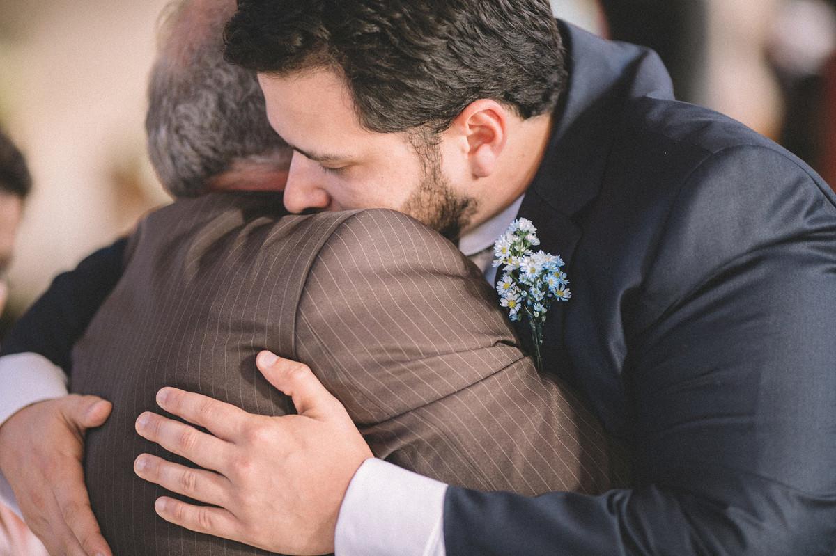 Noivo se despedindo de seu pai