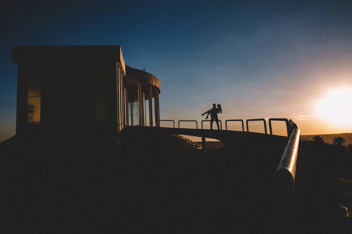 Silhueta.Ensaio de casal feito pelo fotografo de casamento Rafael Ohana em Brasilia-DF