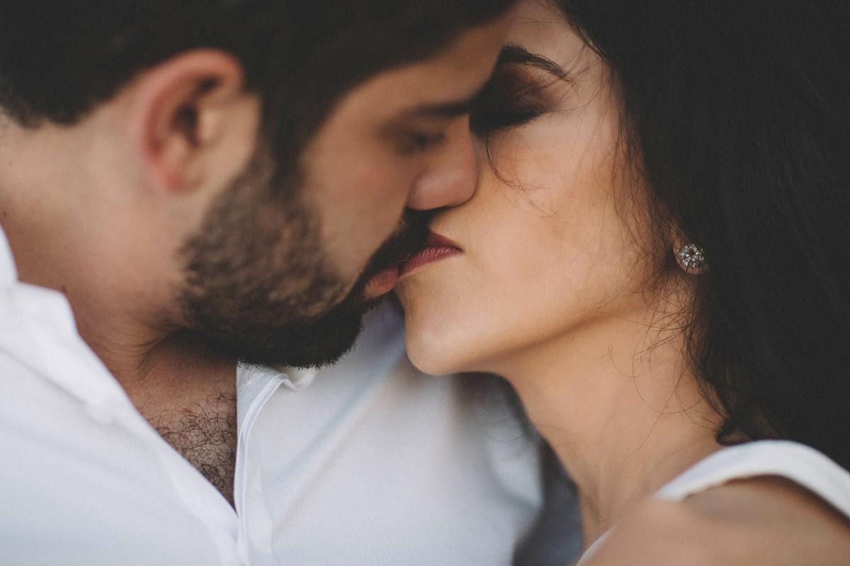 Casal beijando. Ensaio de casal feito pelo fotografo de casamento Rafael Ohana em Brasilia-DF