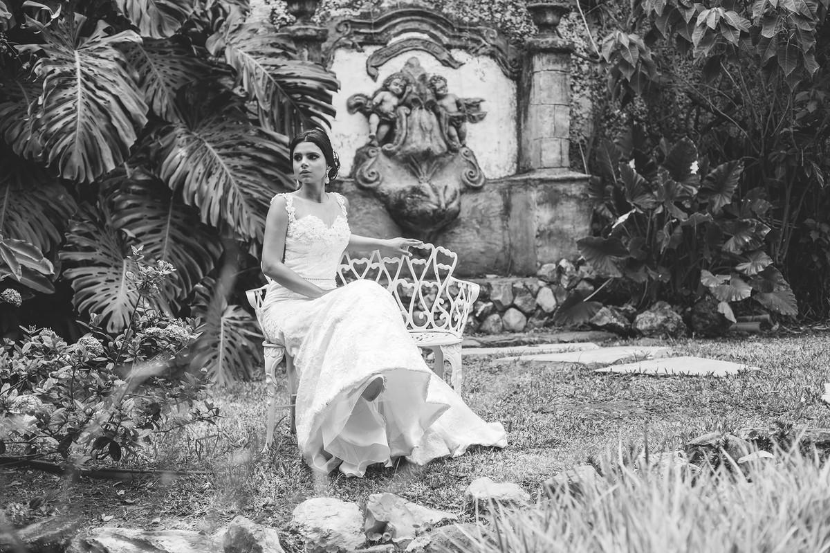 Noiva sentada foto feita pelo fotógrafo Rafael Ohana em Paracatu-M