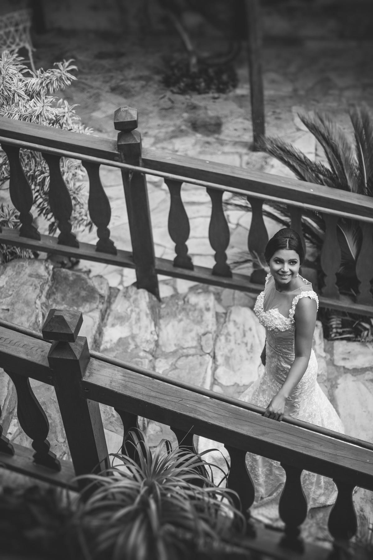 Noiva andando foto feita pelo fotógrafo Rafael Ohana em Paracatu-M