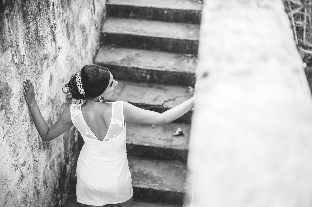 Noiva em escada foto feita pelo fotógrafo Rafael Ohana em Paracatu-M