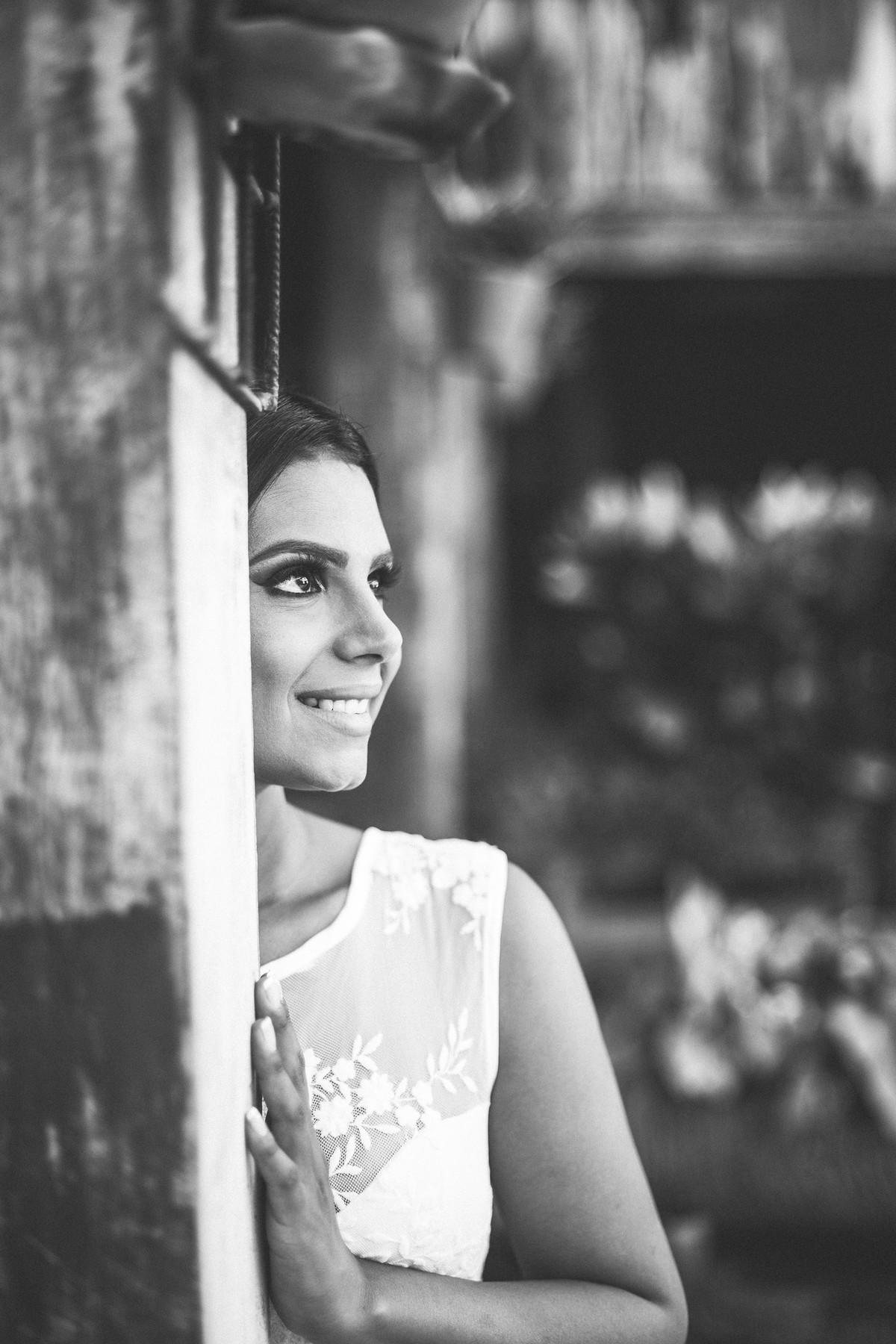 Noiva sorrindo foto feita pelo fotógrafo Rafael Ohana em Paracatu-M