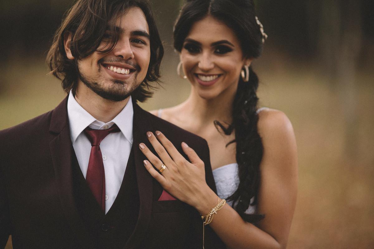 Noivos sorrindo. Fotografado pelo fotógrafo de casamento Rafael Ohana em Brasília-DF