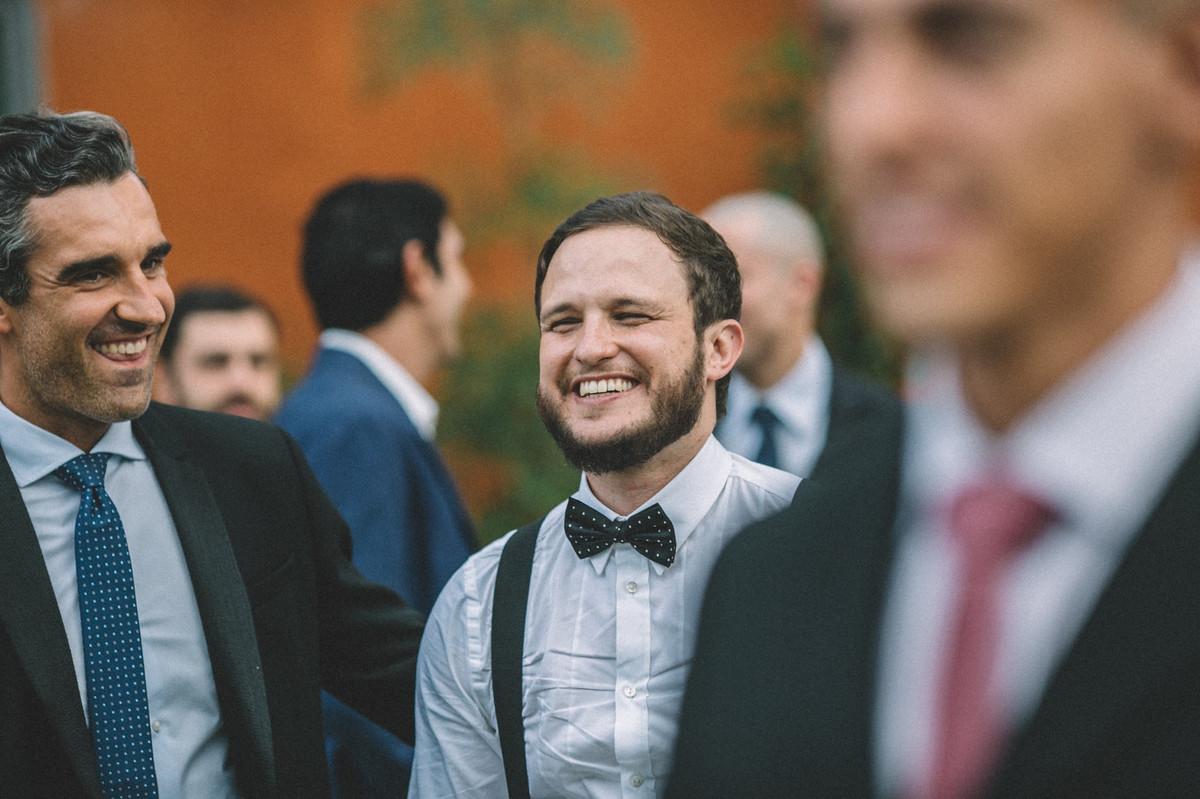 Noivo sorrindo em seu casamento no Villa Giardini em Brasília-DF