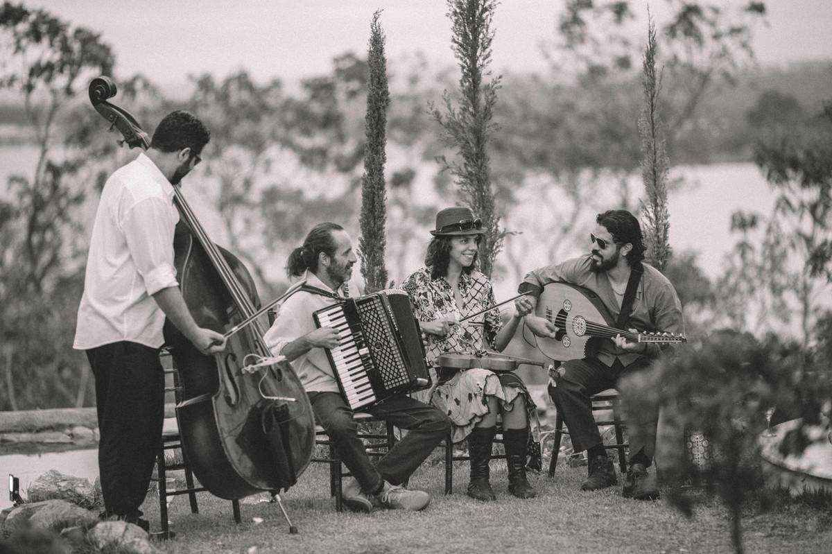 Banda estilo cigano tocando no Villa Giardini em Brasília-DF