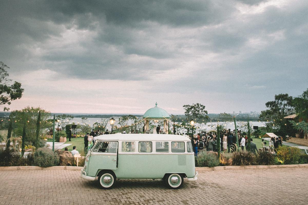 Kombi verde em casamento no Villa Giardini em Brasília-DF