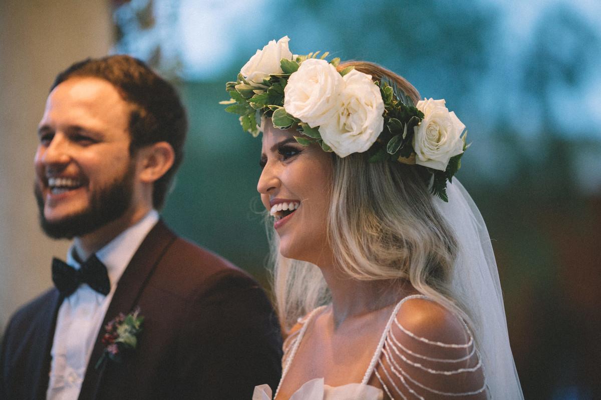 Noiva rindo em seu casamento no Villa Giardini em Brasília-DF
