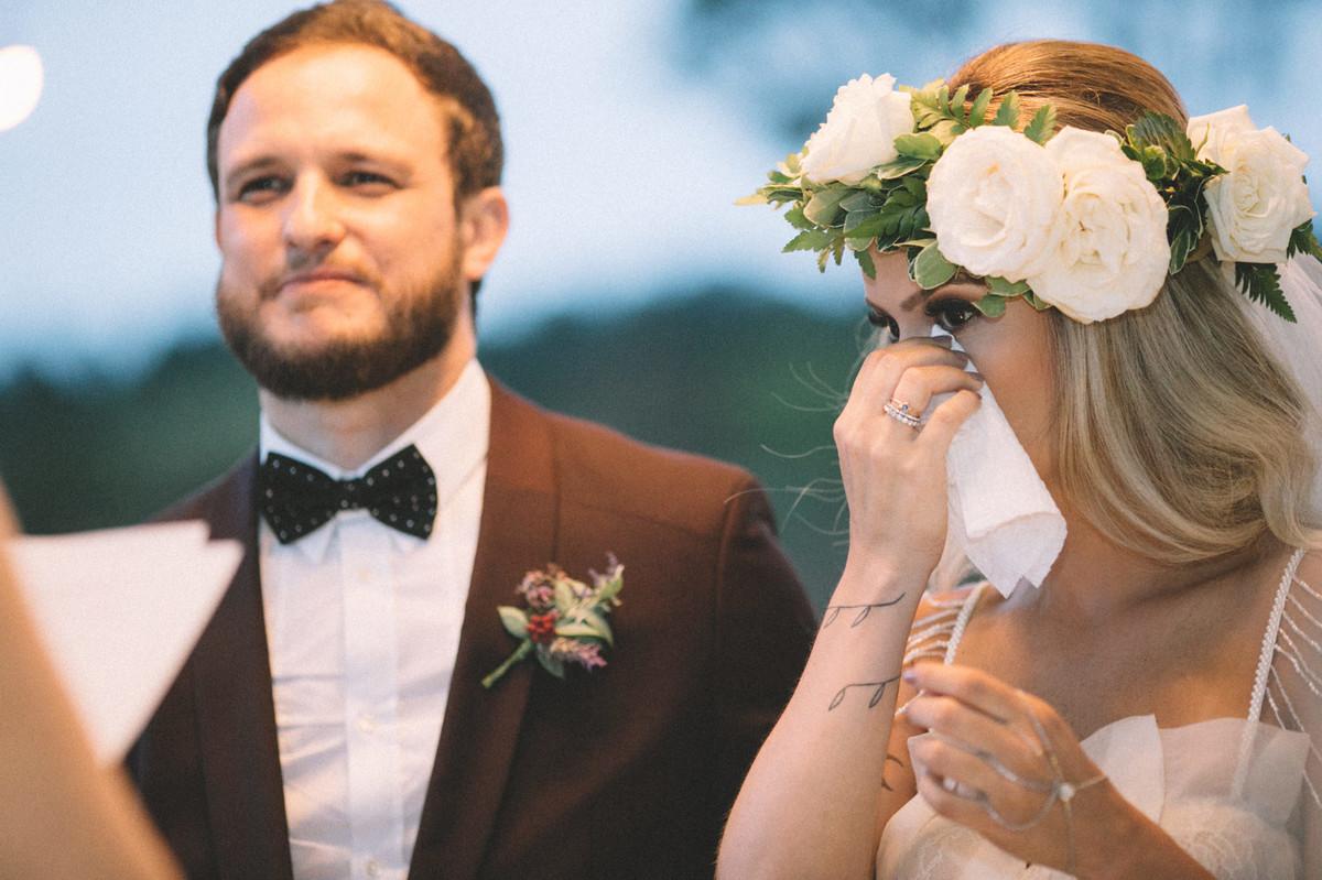 Noiva chorando em seu casamento no Villa Giardini em Brasília-DF