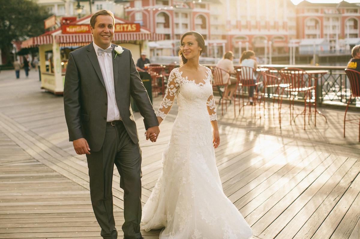 Noivos passeando pela Boardwalk na Disney em Orlando-FL