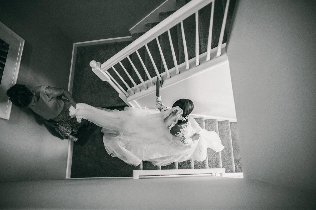 noiva descendo escada