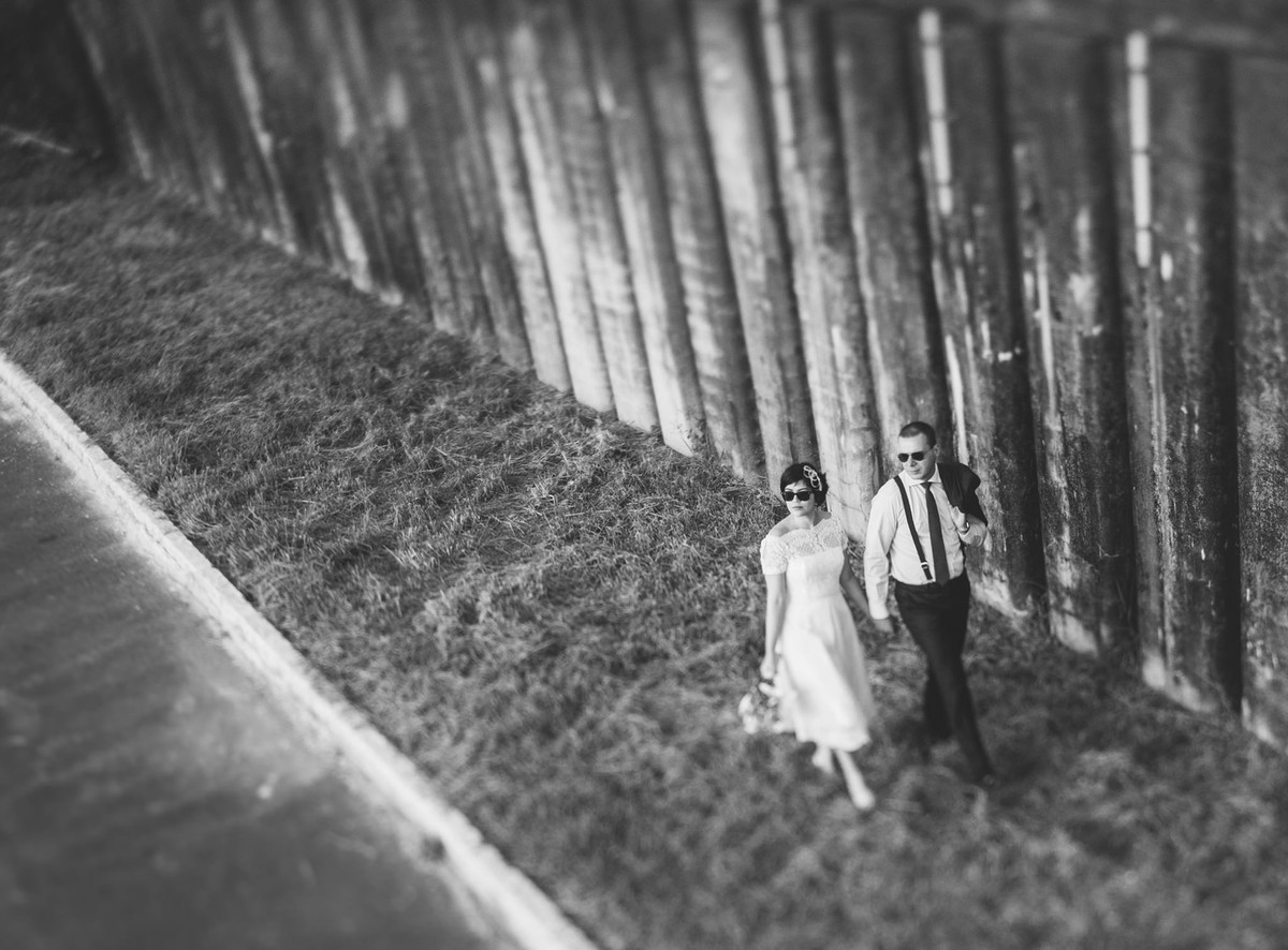 casal vintage caminhando