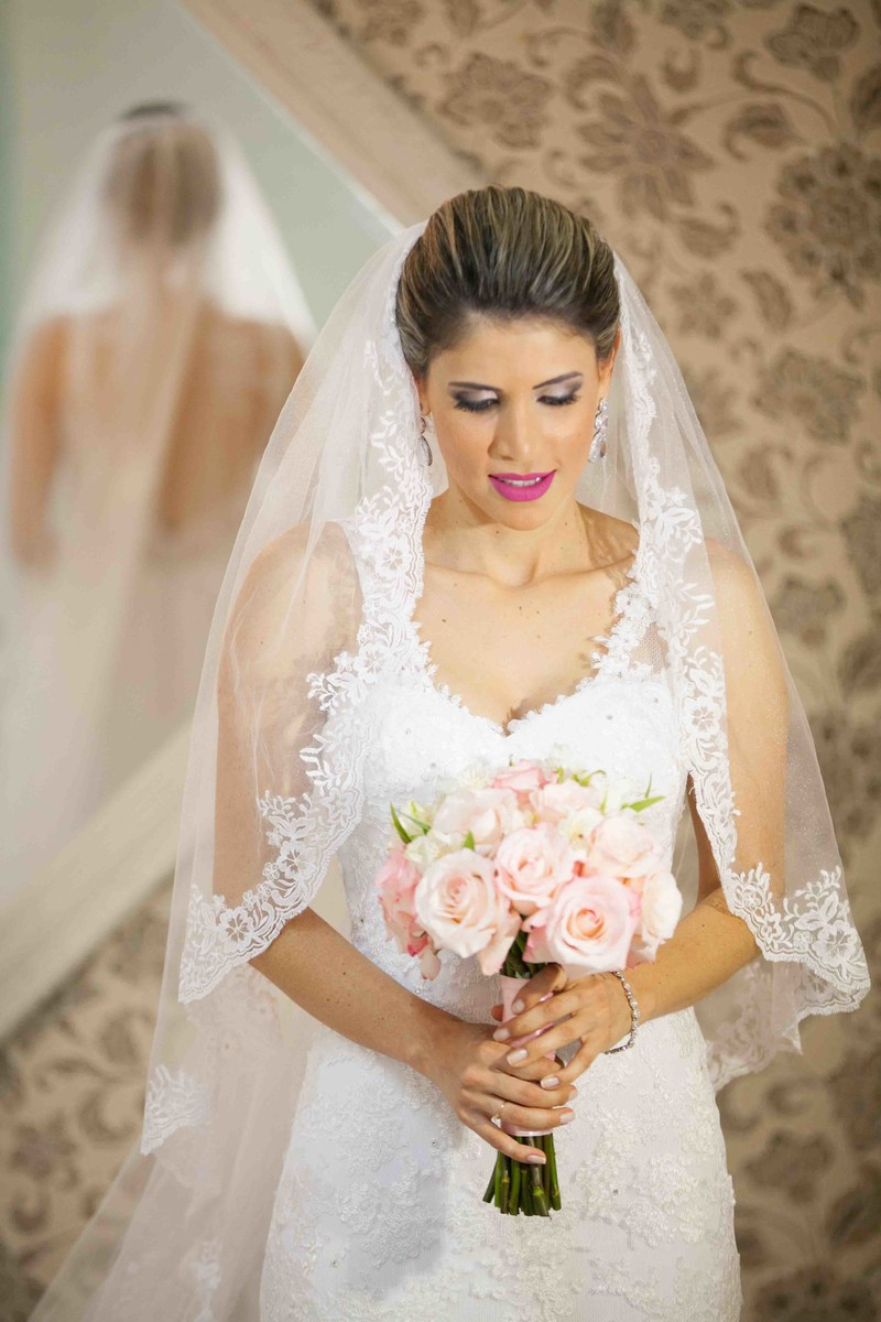 fotografia criativa, noiva linda, noiva elegante, flores, fotografo em uberlandia, make up, salão de festa