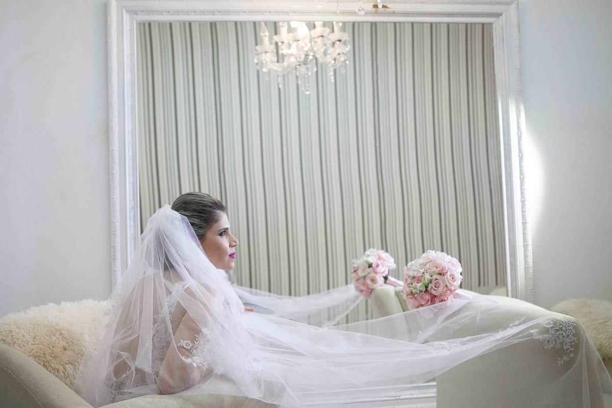 noiva,véu de noiva, bouquet, flores, make up, vestido de noiva´fotografia de casamento