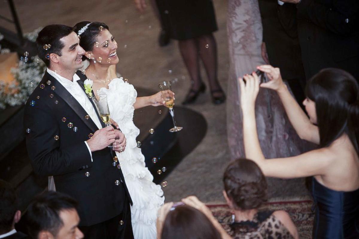 Momento de chegada dos noivos para brinde