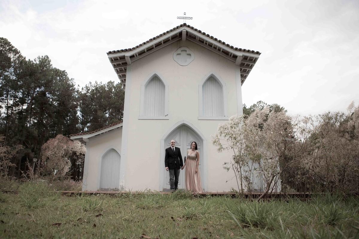 o casal, Ana Flavia e Vicente foram fotografados pelo fotógrafo de Uberlândia, Minas Gerais em uma locação típica das regiões europeias em um cenário em pleno cerrado mineiro.Beto Oliveira famoso por ser um