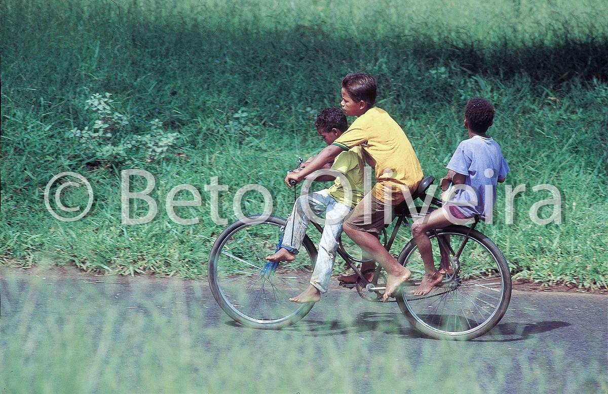 bicicleta, rua, crianças, moleques, beto oliveira, uberlandia, fotografo