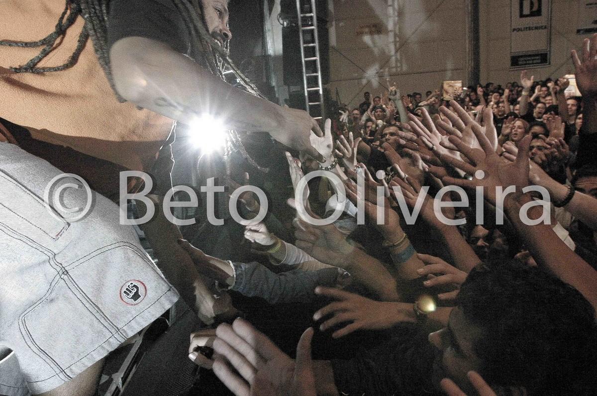 público em foto de beto oliveira