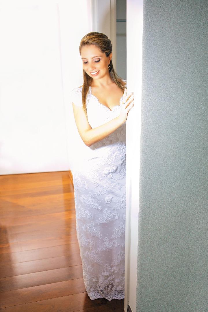 noiva,elegante,linda,evaldo,hill,vestido,bouquet,bride,flores,make up,uberlândia,fotografo,casamento,wedding,salao,beleza,baton,espelho,vestido,makingof,evento,casamento,diurno