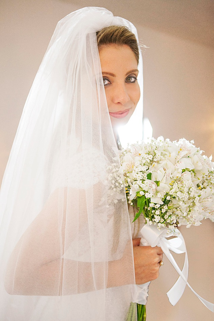 noiva,elegante,linda,evaldo,hill,vestido,bouquet,bride,flores,make up,uberlândia,fotografo,casamento,wedding,salao,beleza,baton,espelho,vestido,makingof,evento,casamento,diurno,fotografia,criativa,mae,noiva,linda,alegre,dança,casamentos,mulher,sorriso