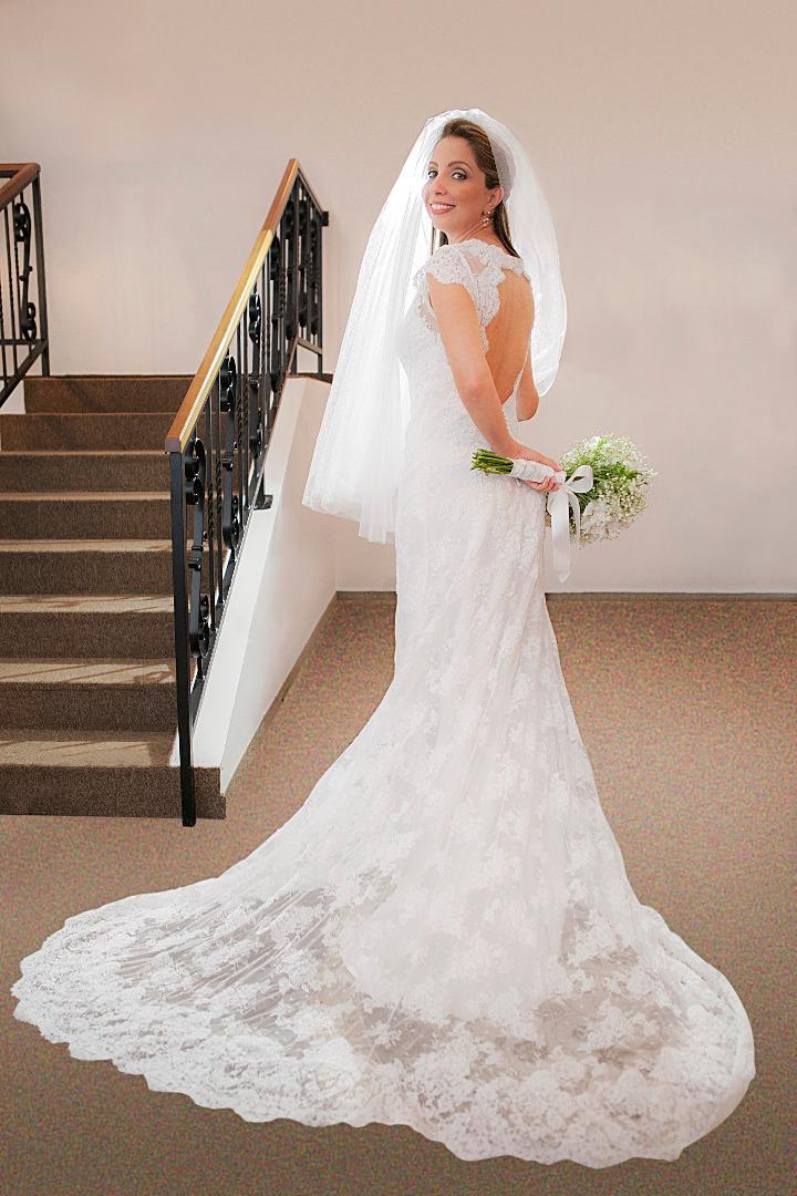 noiva,elegante,linda,evaldo,hill,vestido,bouquet,bride,flores,make up,uberlândia,fotografo,casamento,wedding,salao,beleza,baton,espelho,vestido,makingof,evento,casamento,diurno,fotografia,criativa,mae,noiva,linda,alegre,dança,casamentos,mulher,sorriso,com