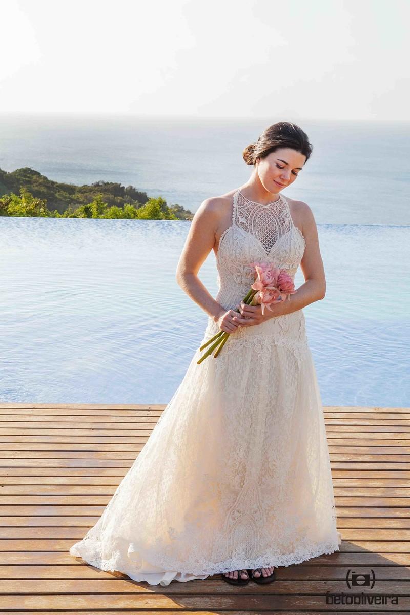 noiva, flores, vestido de noiva, casamento em Fernando de Noronha