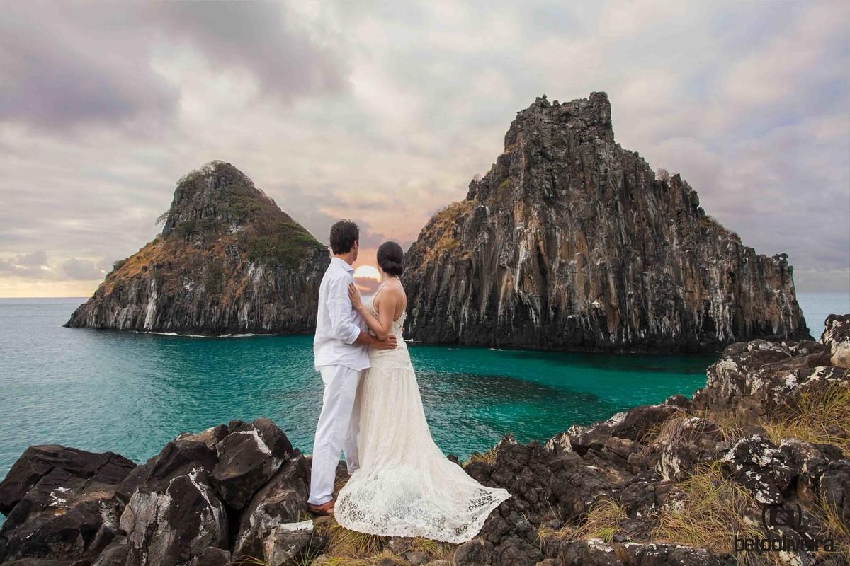 noivos em noronha, casamento em noronha, casamento em Fernando de Noronha, paraíso, noivos. vestido de noiva, restaurante mergulhão, pôr do sol, praia. paraiso