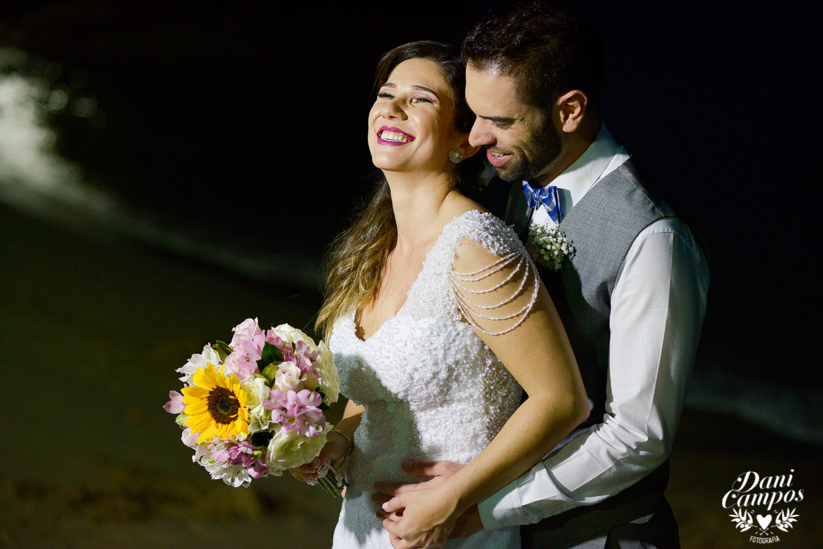 casamento na praia casar de dia fotografia de casamento noiva noivo casamento pé na areia fotografos no litoral dani campos fotografia vestido de noiva