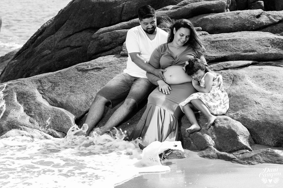 fotografia gestante gestante na praia ensaio fotografico gestante Ilha Bela fotografo no litoral norte dani campos fotografia
