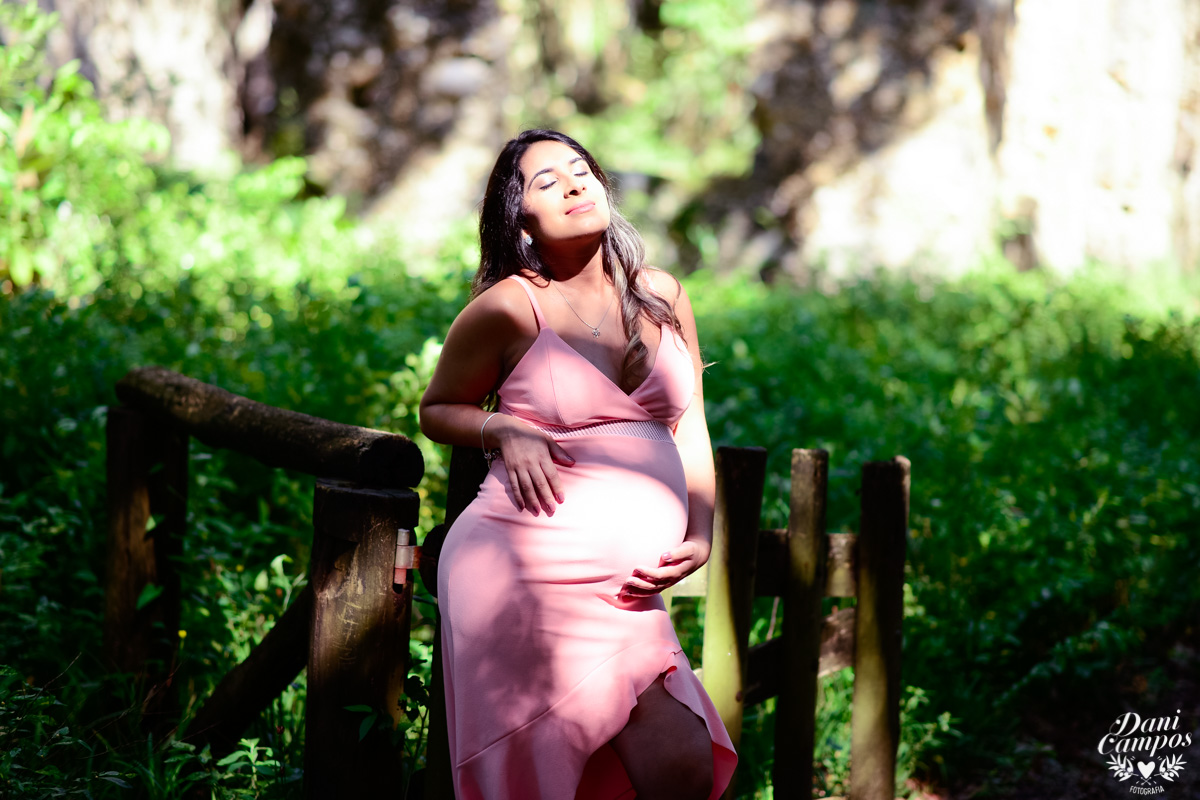 ensaio gestante gravida na praia dani campos fotografia fotografos no litoral ensaio gravida maternidade ubatuba ruinas da laginha mae de menina