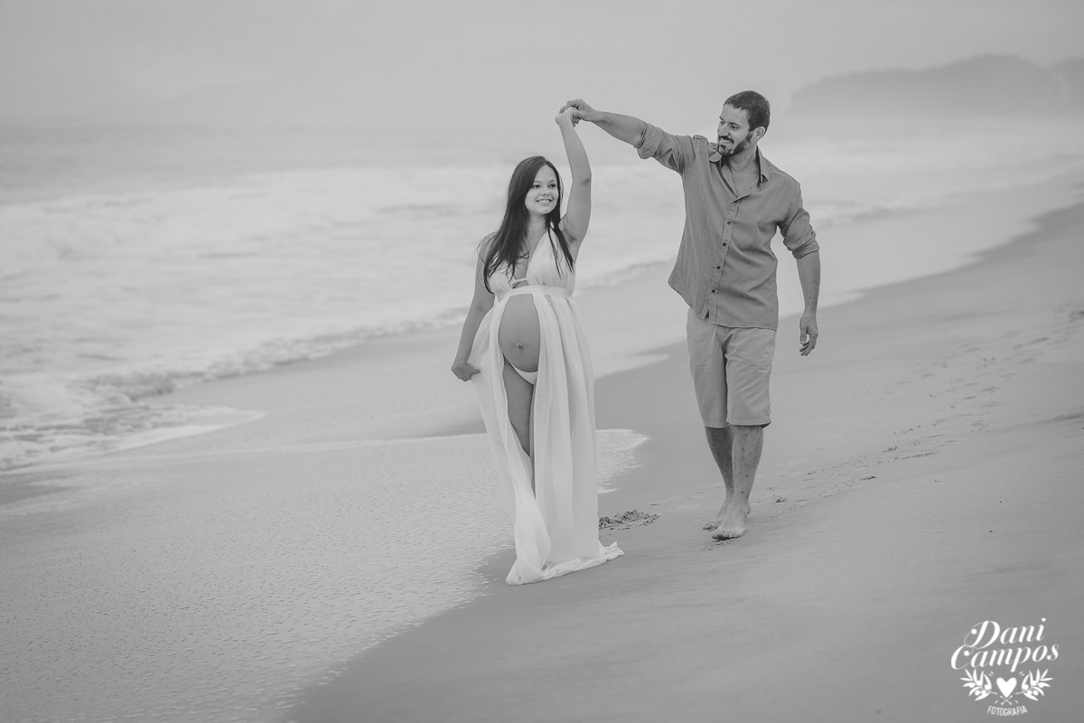 fotografia gestante na praia beach maternidade fotografos no litoral dani campos fotografia maternidade gravida mae de menina dogs base