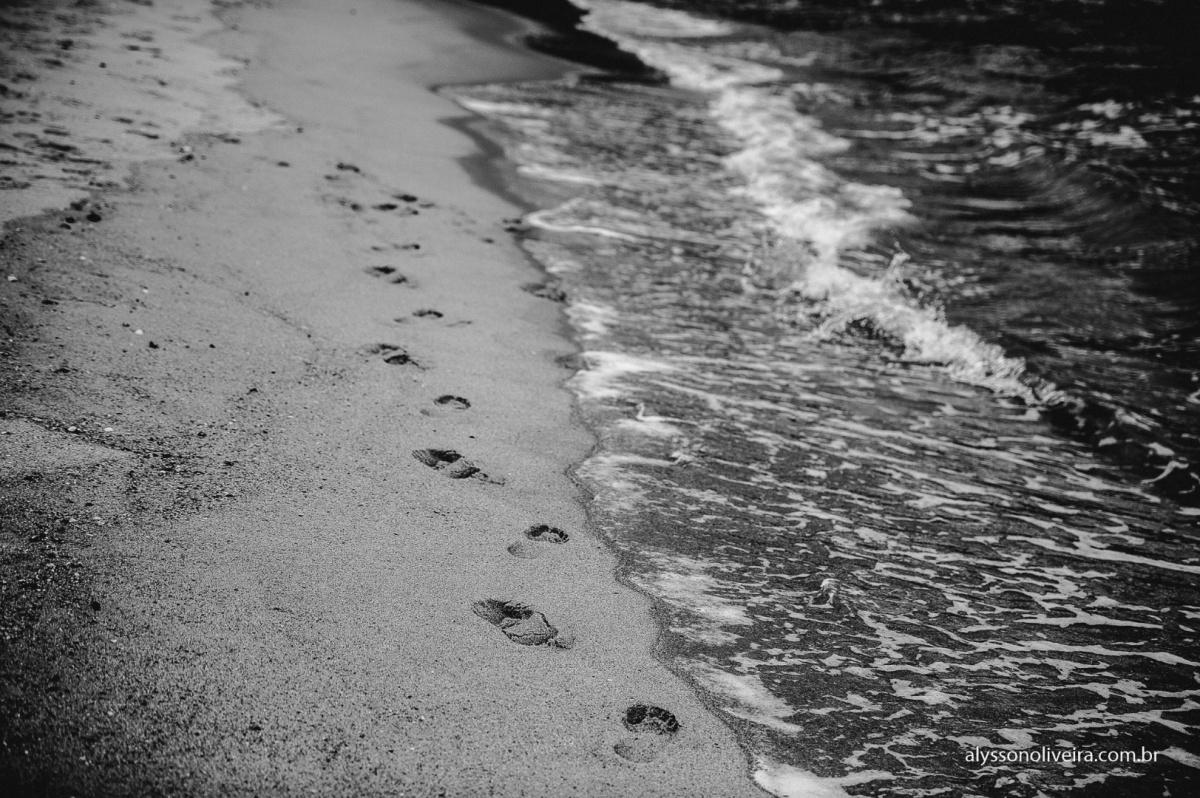 Pegadas na Areia, Pre Wedding na praia, Pre Wedding casal de Uberaba na Praia, Alysson Oliveira, Lorena e Matheus, Pre Wedding Criativo, casal caminhando na praia