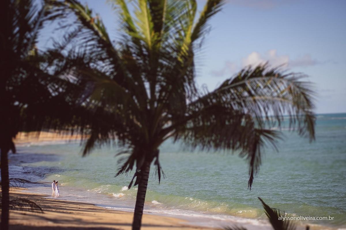Trash the dress, Trash the dress na Praia do Espelho, Trahs the dress na Bahia, Talita e thiago, Alysson Oliveira, Ensaio de noivos na Praia, Ensaio de noivos na Praia do Espelho, Vestido de casamento, Sujo, Vestida de noiva na praia, Fotografia de casame