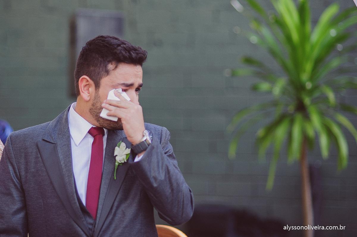 entrada de noiva, entrada de noiva emocionante, noivo emocionado,