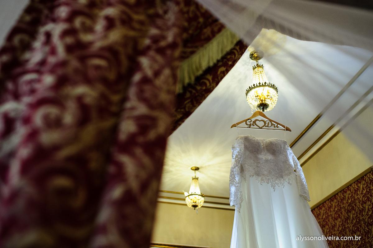 Vestido de noiva moderno, vestido Frank Prado, Vestido lindo de noiva, Cabide de noiva