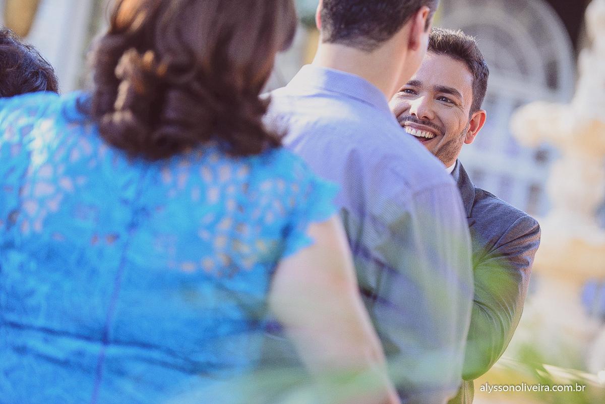 Noivo na cerimonia, Cerimonia de casamento de dia