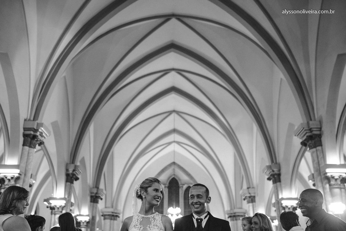 Alysson Oliveira Fotografo de Casamentos, Alysson Oliveira, Inspiration, Fotografo, fotos criativas, Casamento de Josiane e Carlos Eduardo, Cerimonia de casamento, Catedral metropolitana de Uberaba, entrada da noiva, noivos no altar