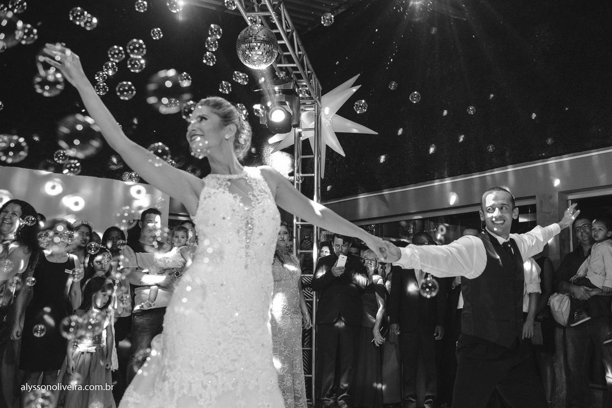 Alysson Oliveira Fotografo de Casamentos, Alysson Oliveira, Inspiration, Fotografo, fotos criativas, Casamento de Josiane e Carlos Eduardo, festa de casamento, dança na recepção, noivos na pista