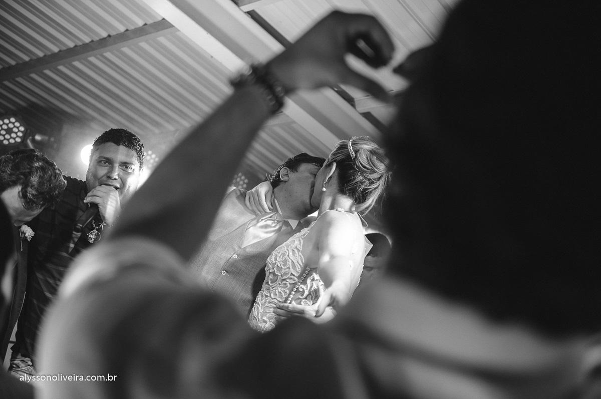 casamento divertido, banda em casamento, projeto ao cubo, criança dançando em casamento, festa animada, Enzo e Daniel,Fogos no casamento, queima de fogos, Véu de noiva, véu voando, vestido de noiva mais bonito, Casamento difere