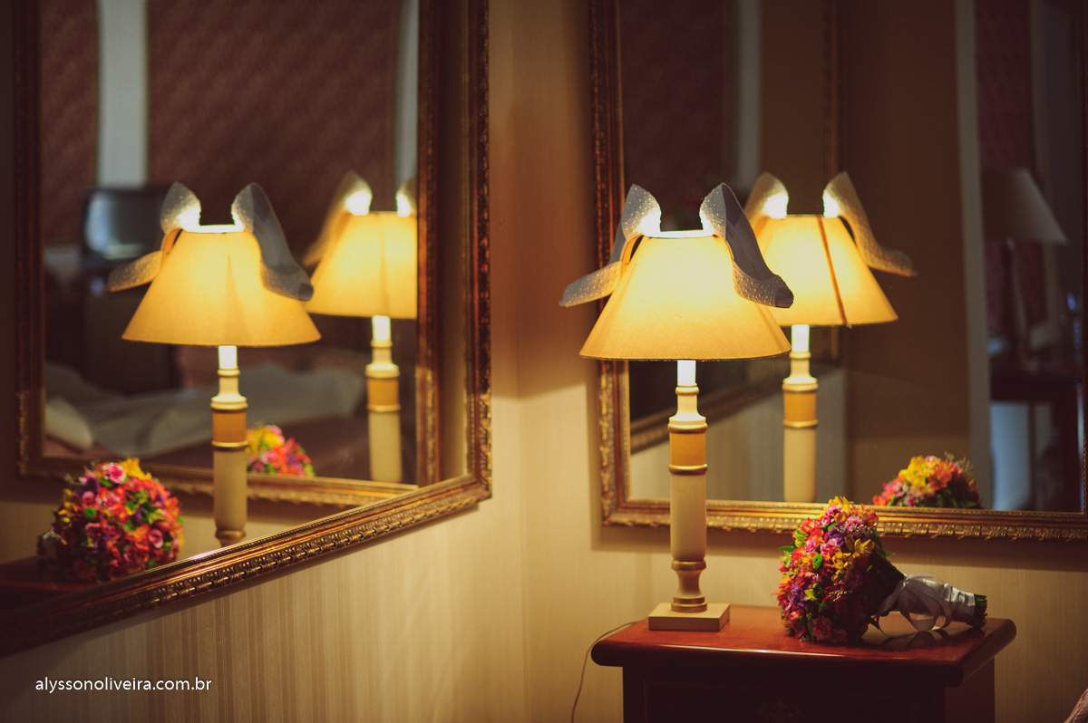 Sapato de noiva, buque de noiva, Alysson Oliveira Fotografo de Casamento no Brasil, Fotografo de Casamento, Fotografo de Casamento no triangulo mineiro, Fotografo de Casamento em Uberaba, Aliança de Casamento, Buque de noiva, buque de Daminha, Casa