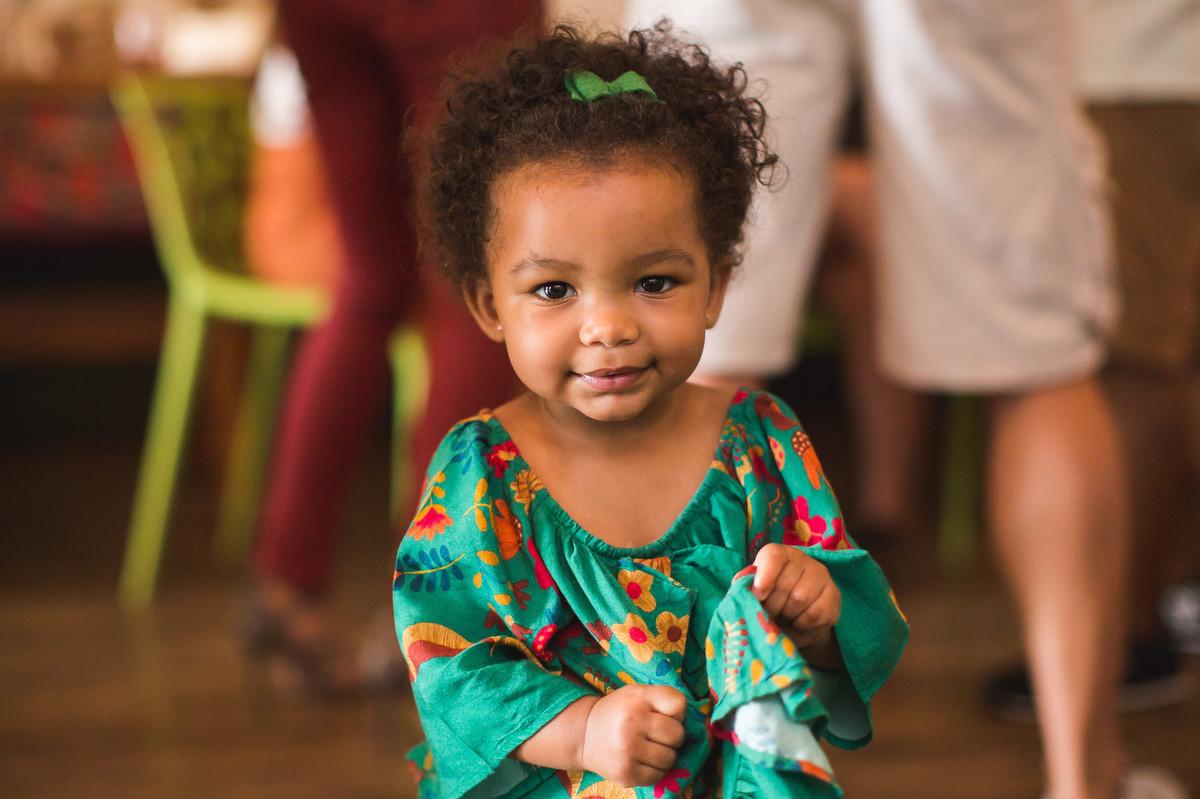 aniversário infantil alice 2 anos na moitta raizes fotografia festa de criança praia alegria fotografia de família rio de janeiro festa 2 anos