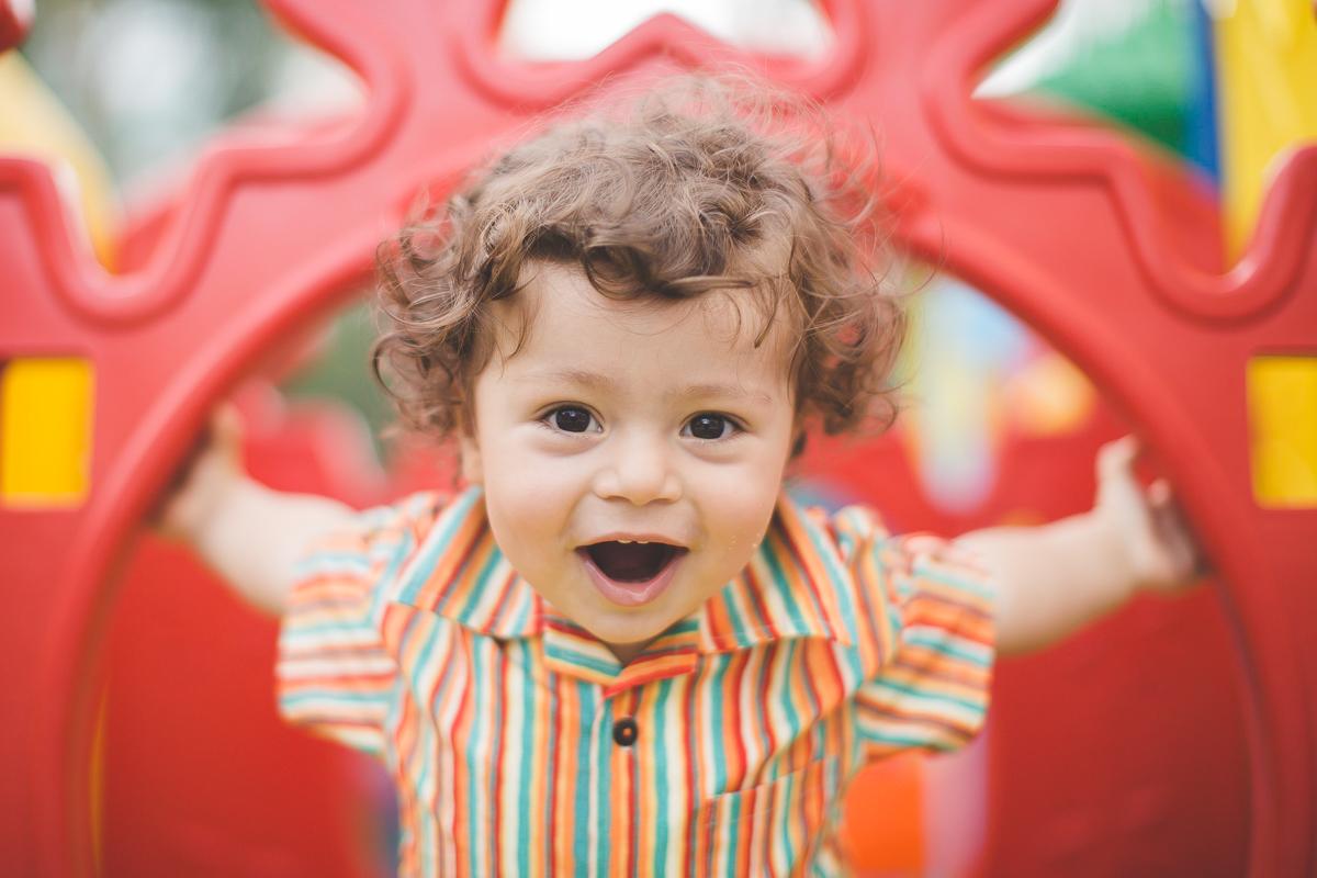 festa de aniversario infantil com tema jardim realizada em play e salão de festas na barra da tijuca rio de janeiro fotografias da festa crianças brincando bolos doces