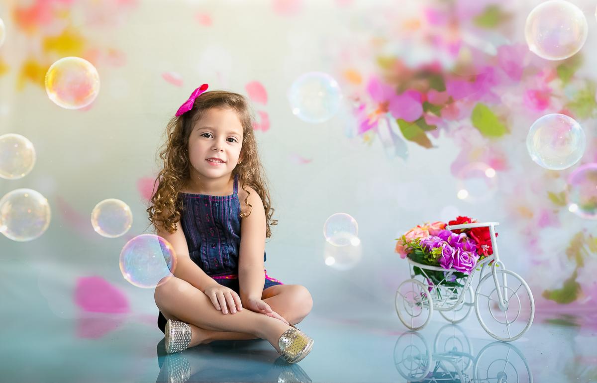 Fotografia infantil em estúdio menina